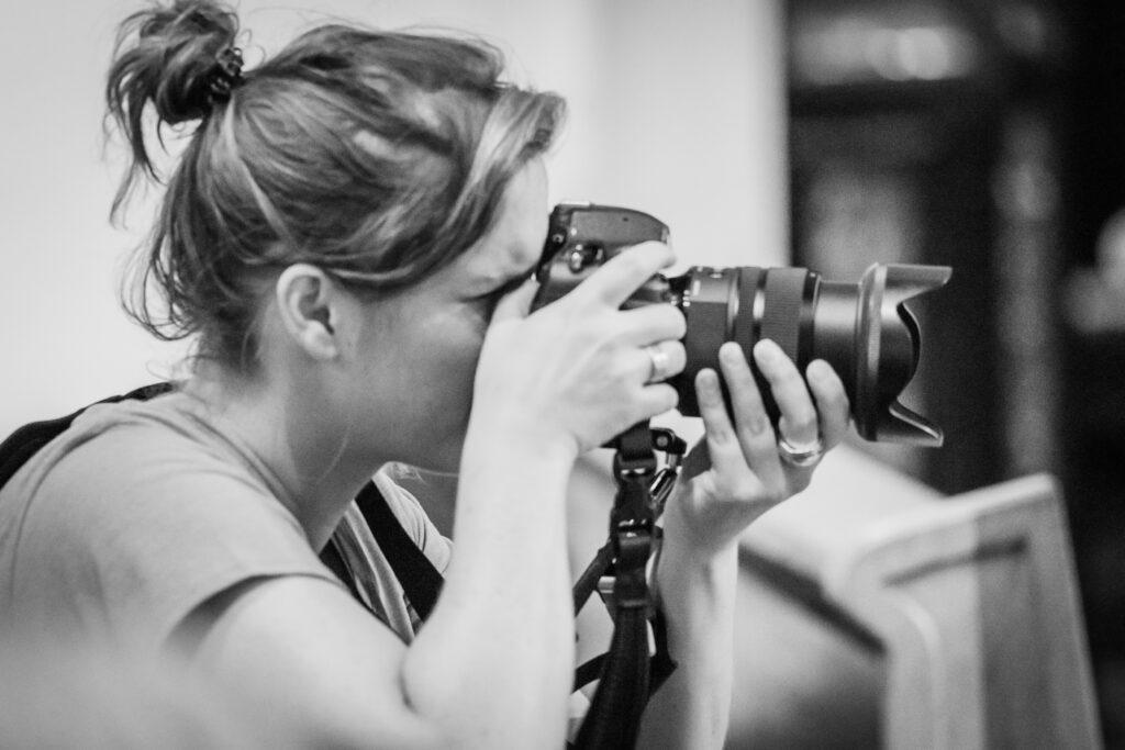 Zelfportret-Kim-Callewaert-11 MAATREGELEN VOOR EEN VEILIGE FOTOSHOOT OP LOCATIE OF IN DE STUDIO.