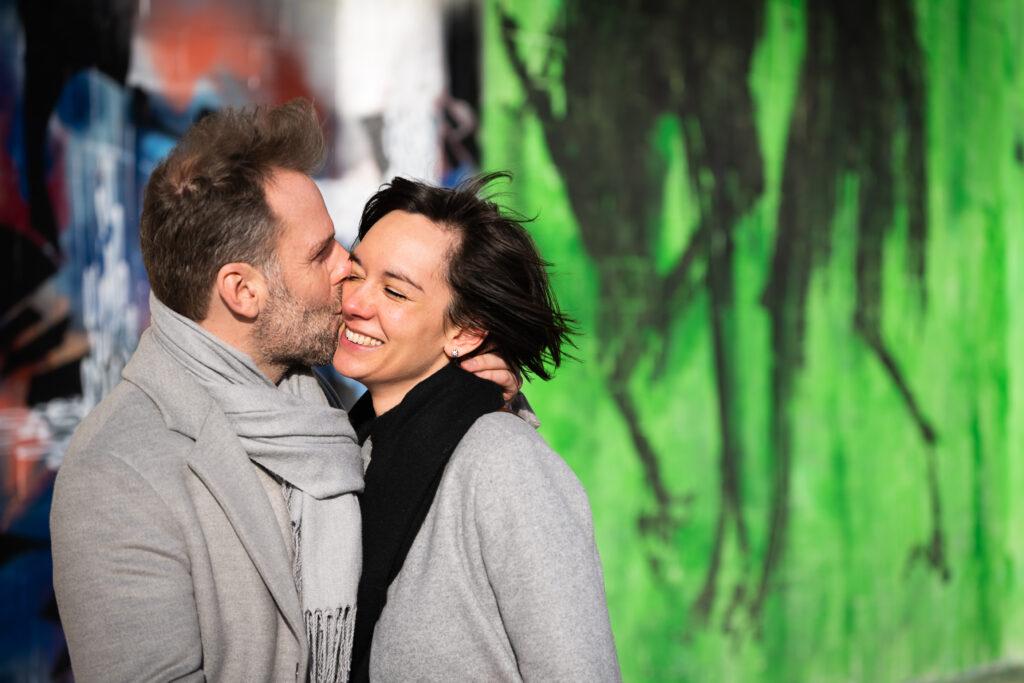 Update Fotografie vs Corona Koppelfotoshoot man en vrouw voor graffiti muur