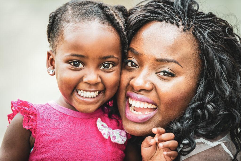 Moeder en kleine dochter close-up