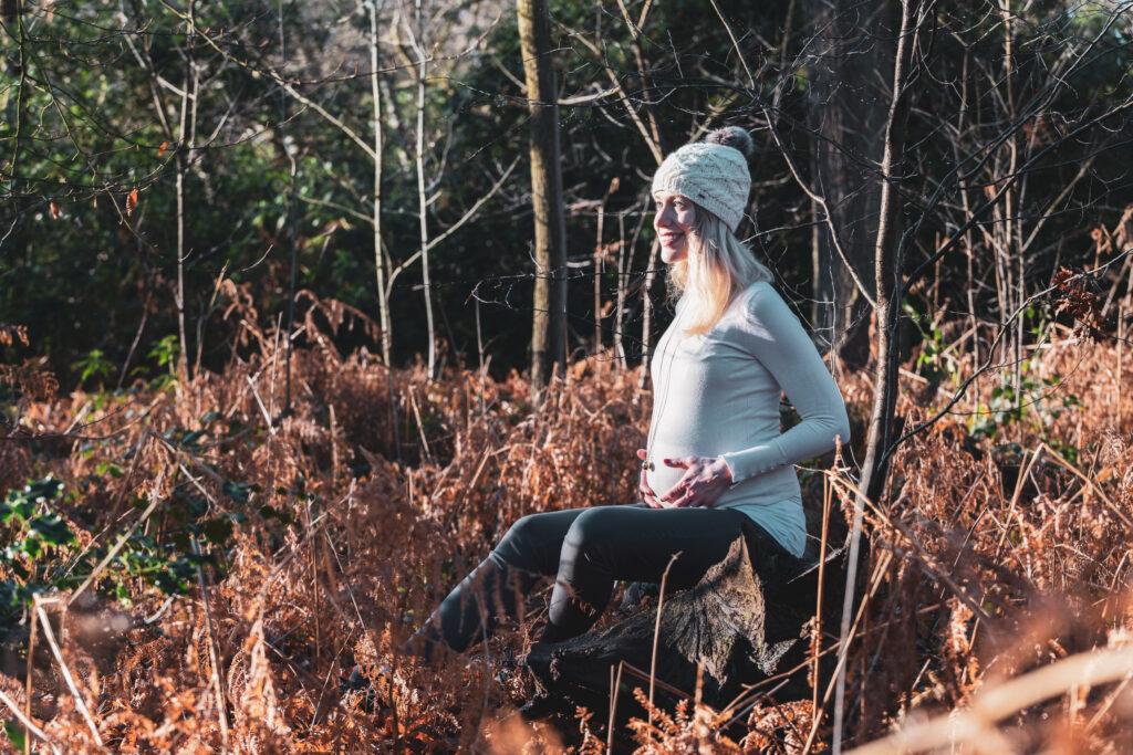 zwangerschapsfoto dikke buik winter